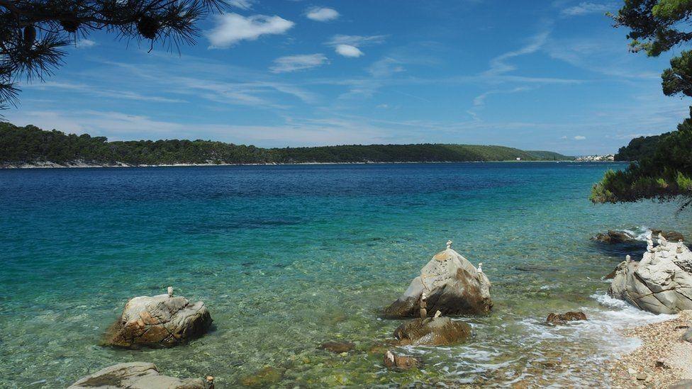 الدبلوماسية الكرواتية نشرت صورة لساحل الأدرياتيك ووصفت بلادها بأنها جنة