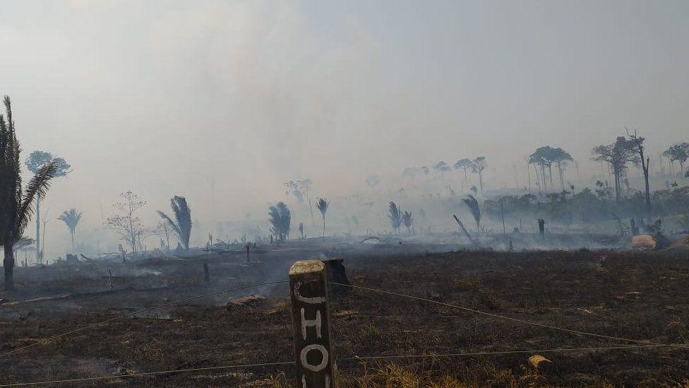 أراض متفحمة في قرية ماشادينو دو ويست