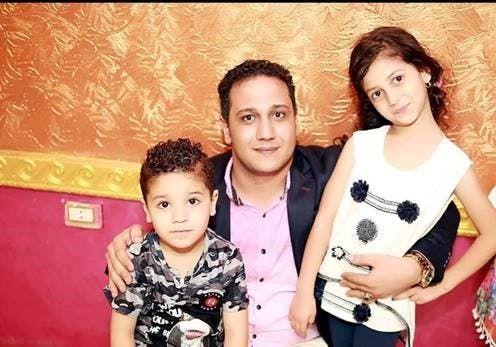 مع أطفاله