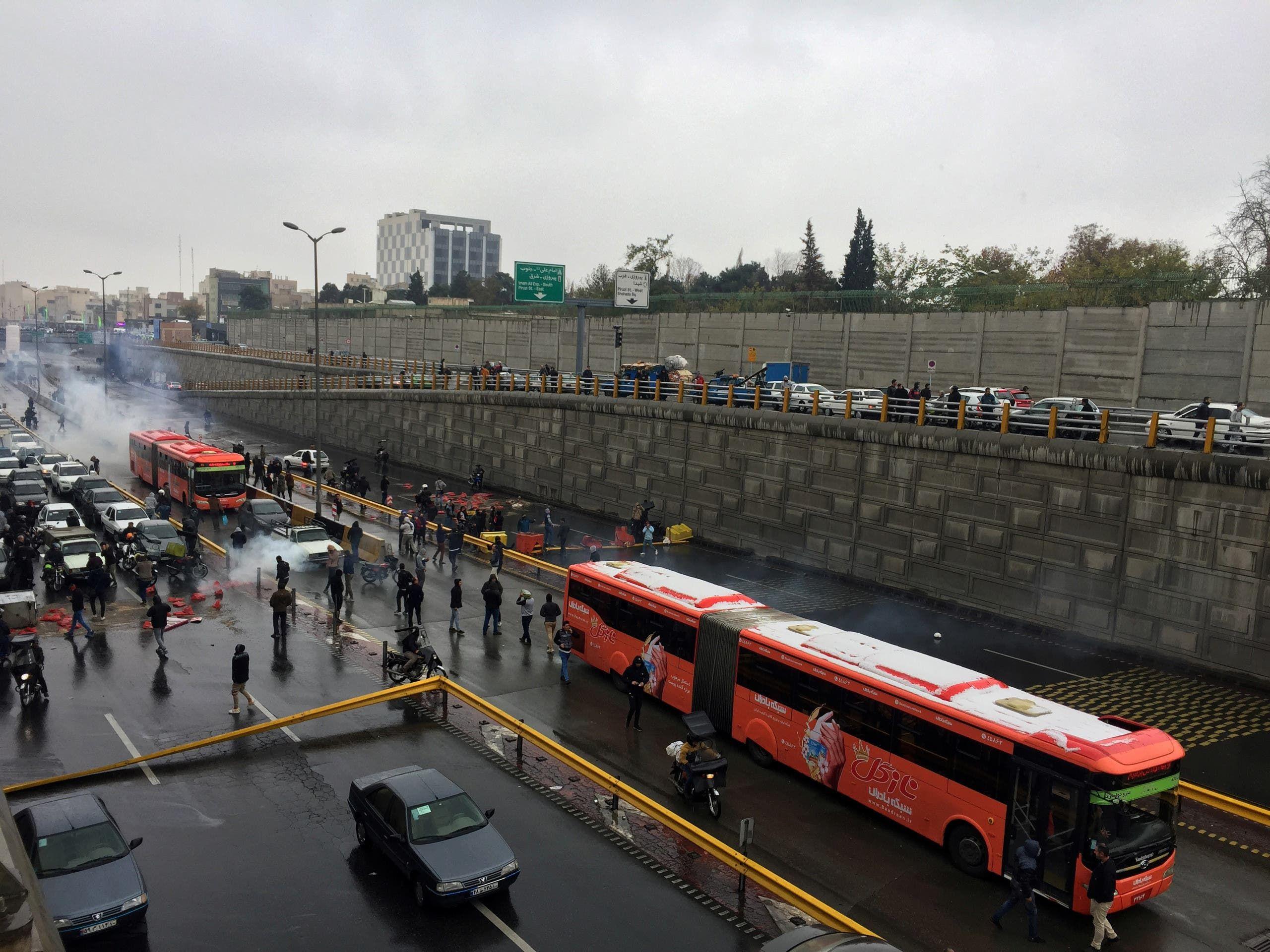 من احتجاجات طهران(20 نوفمبر- رويترز)