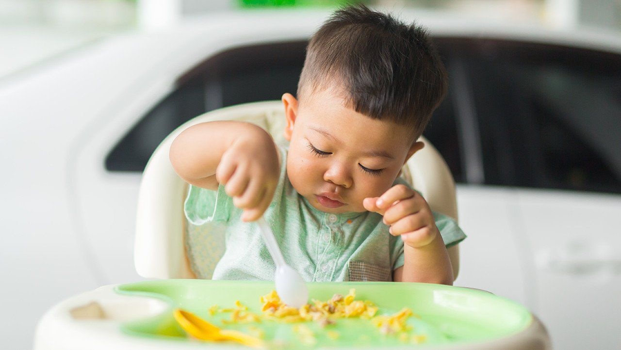 وجبات لطفلك بعمر 6 - 12 شهرًا - ما هي الزجبات التي يمكن أن أقدمها لطفل عمره أقل من سنة؟ - ما هي الأطعمة التي يتناولها الأطفال الصغار