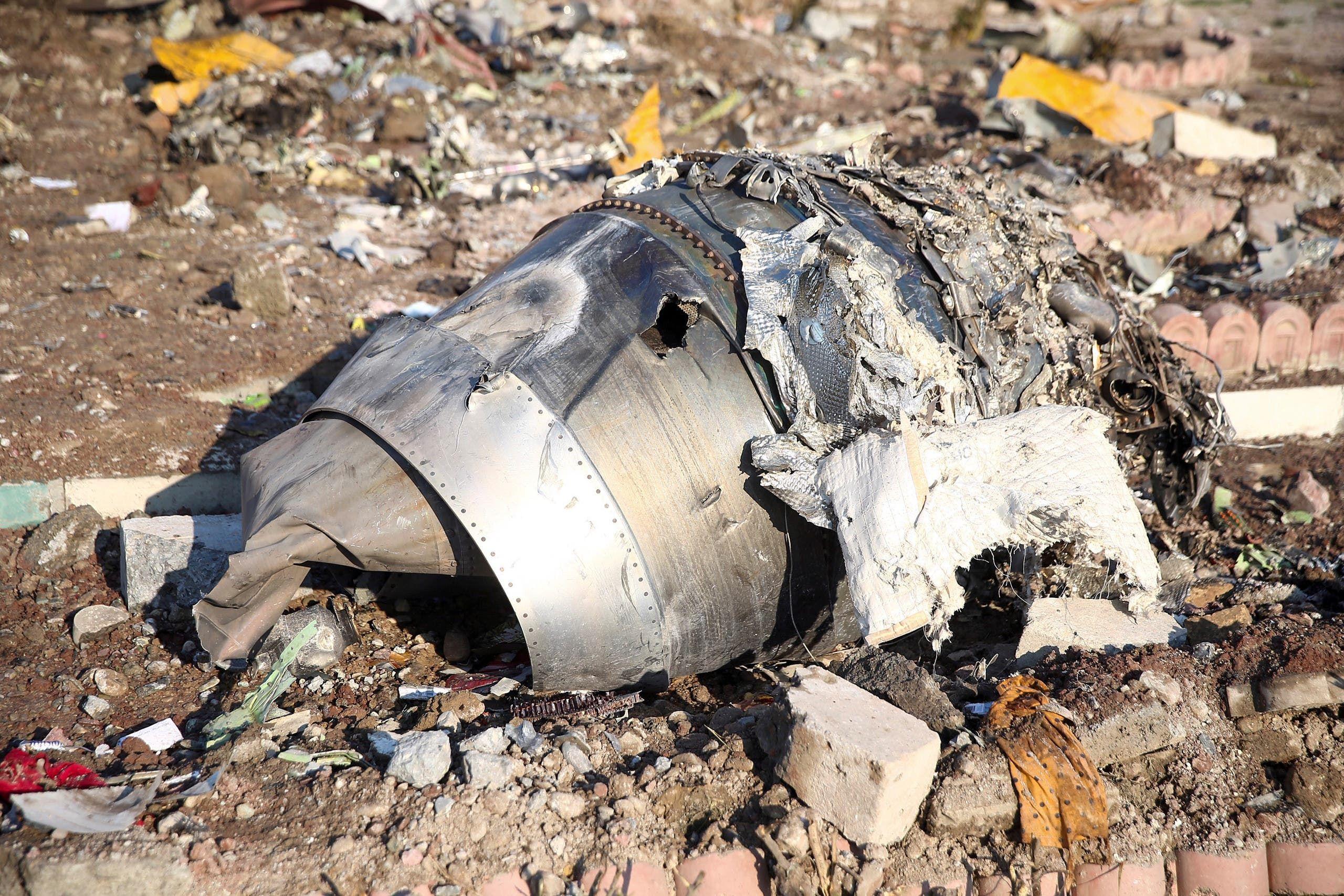 من حطام الطائرة الأوكرانية في إيران