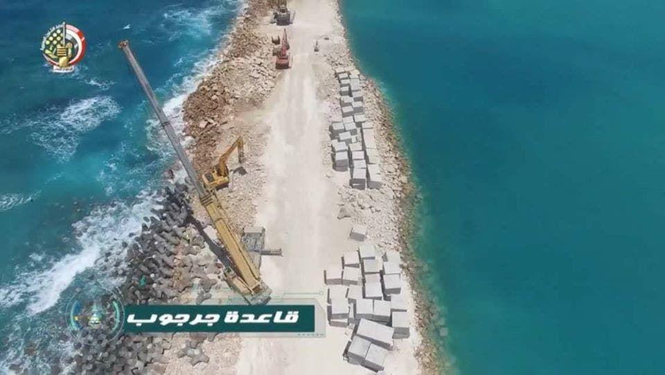 الخبرات الهندسية في القوات المسلحة المصرية تنفذ الأعمال الإنشائية في قاعدة جرجوب في مطروح