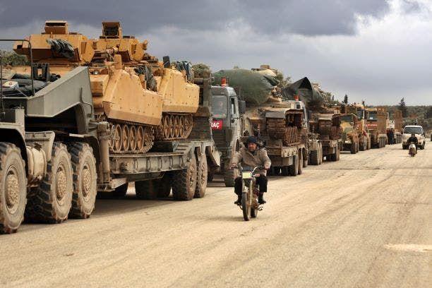 آليات عسكرية في طريقها إلى إدلب (أسوشييتد برس)