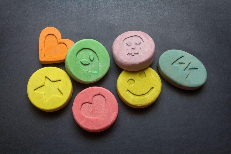 5 ممنوعات كانت تُعَد أدويةً في الماضي! - طرح دواء جديد للأسواق - أدوية ممنوعة كان يصفها الأطباء لمرضاهم في الماضي - الهيروين