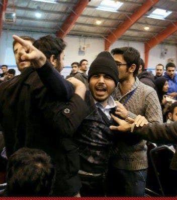 سيد محسن دهنوي في تجمع للطلاب المتشددين