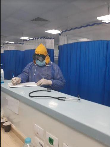 الدكتور تحسين داخل مستشفى العزل