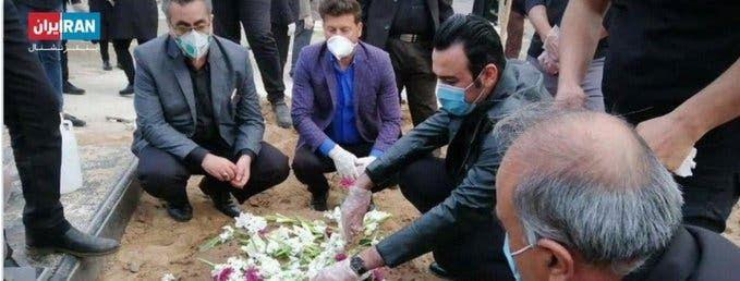 المتحدث باسم وزارة الصحة الإيرانية، كيانوش جهانبور، (على يسار الصورة)