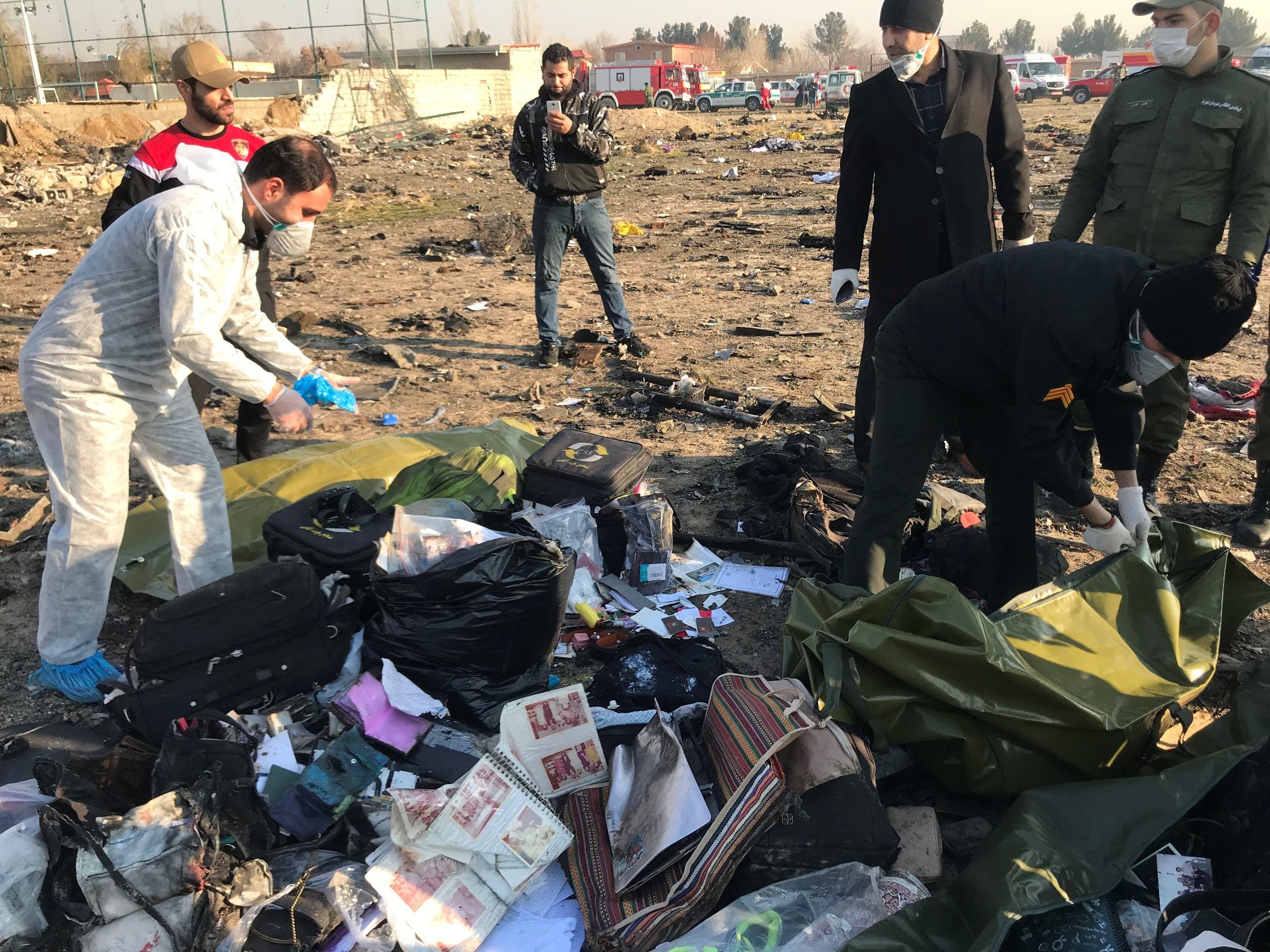 من موقع تحطم الطائرة الأوكرانية في طهران