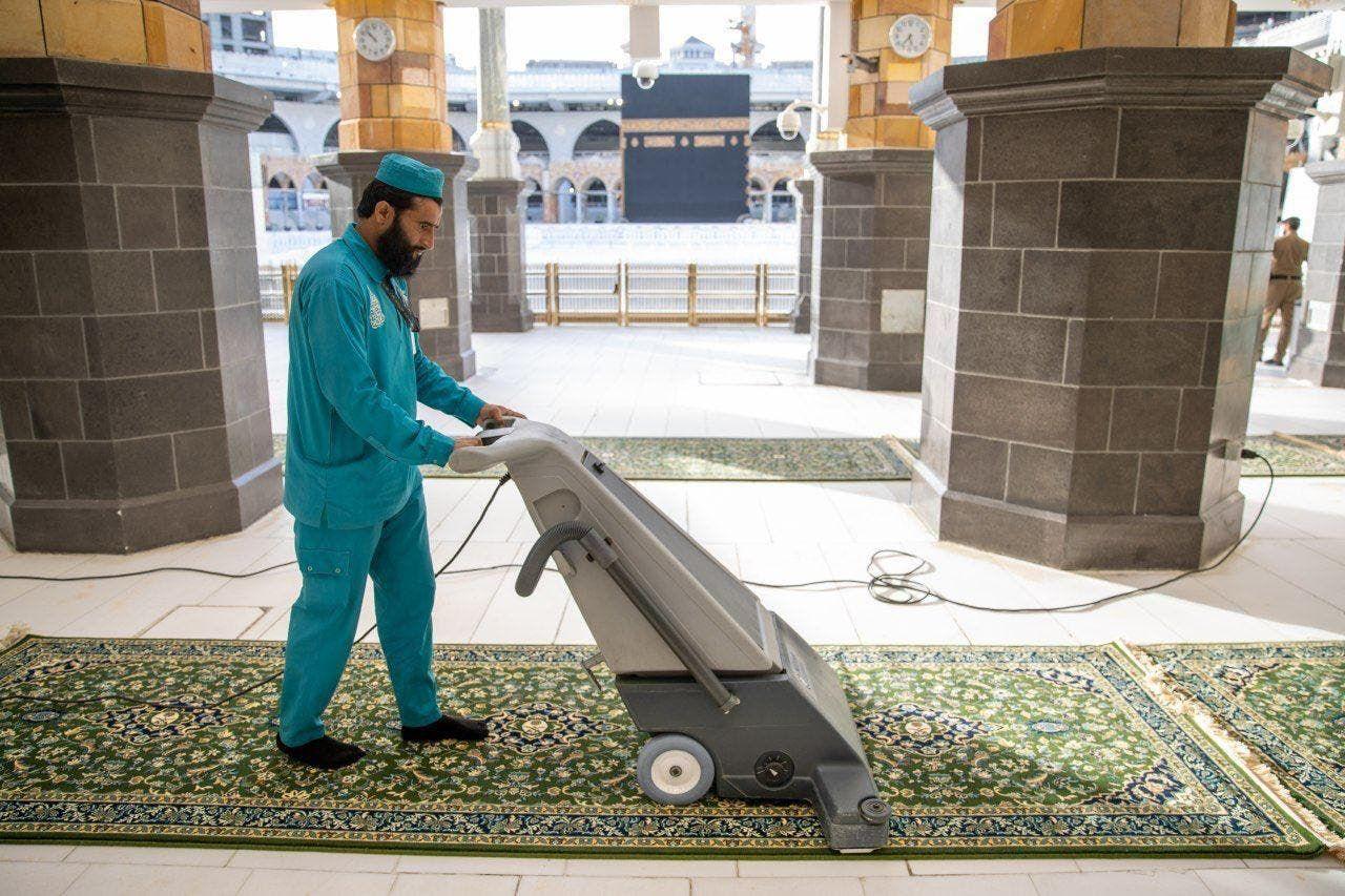 تعقم المسجد الحرام