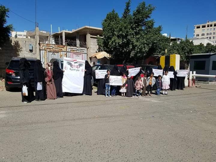 أهالي مختطفين خلال وقفة احتجاجية في صنعاء(أرشيفية)