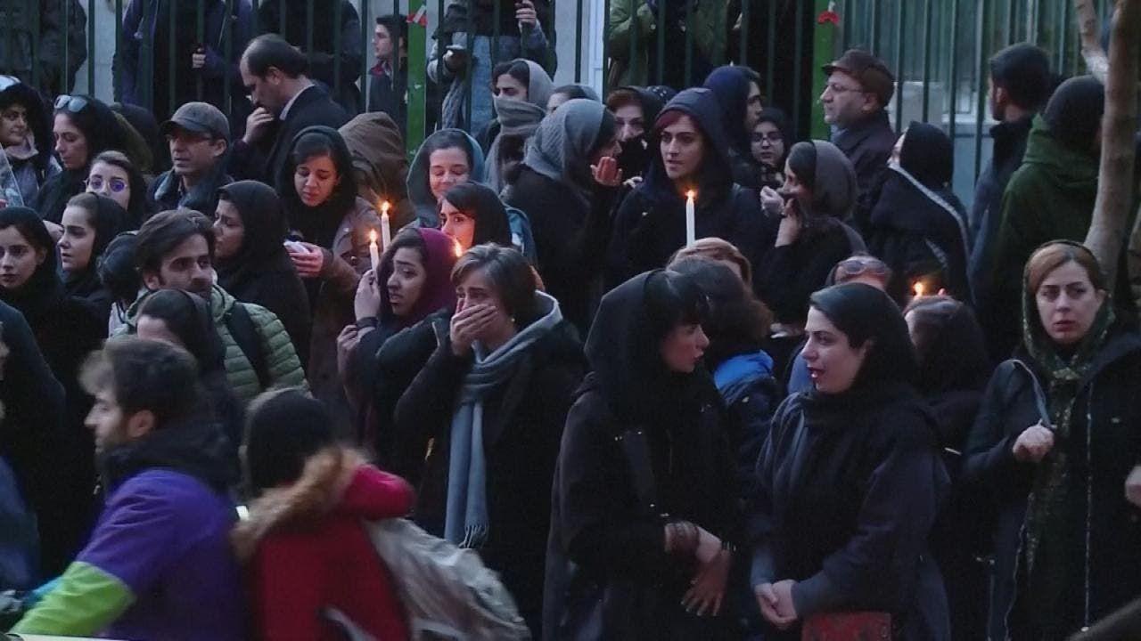 محتجون في طهران ضد استهتار حكومتهم بعد إسقاط الطائرة الأوكرانية