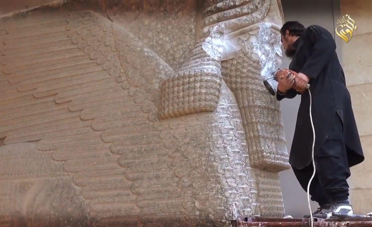 داعش يدمر آثار الموصل