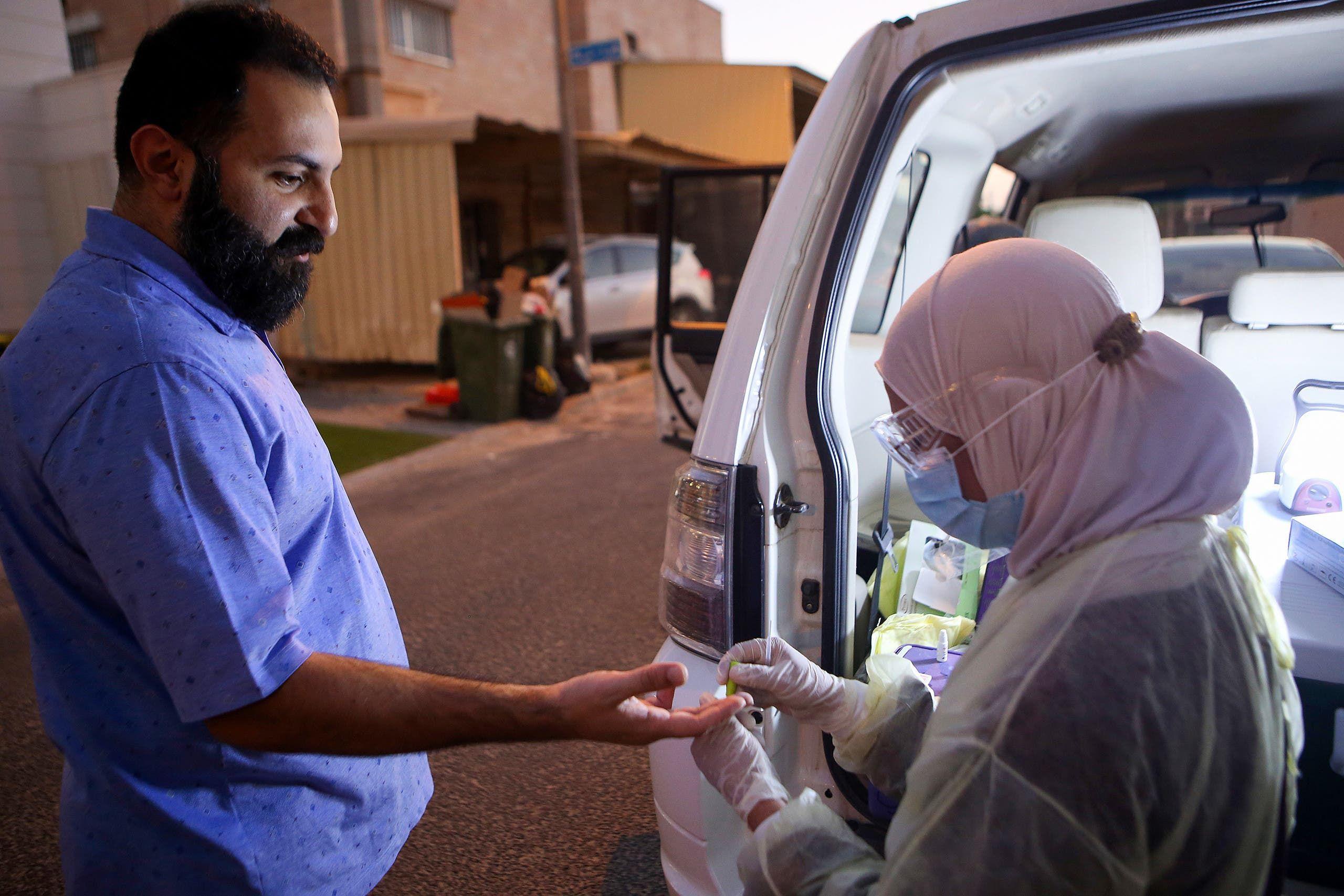 وزارة الصحة الكويتية تجري اختبارات عشوائية لسكان العاصمة لكشف الإصابات بكورونا