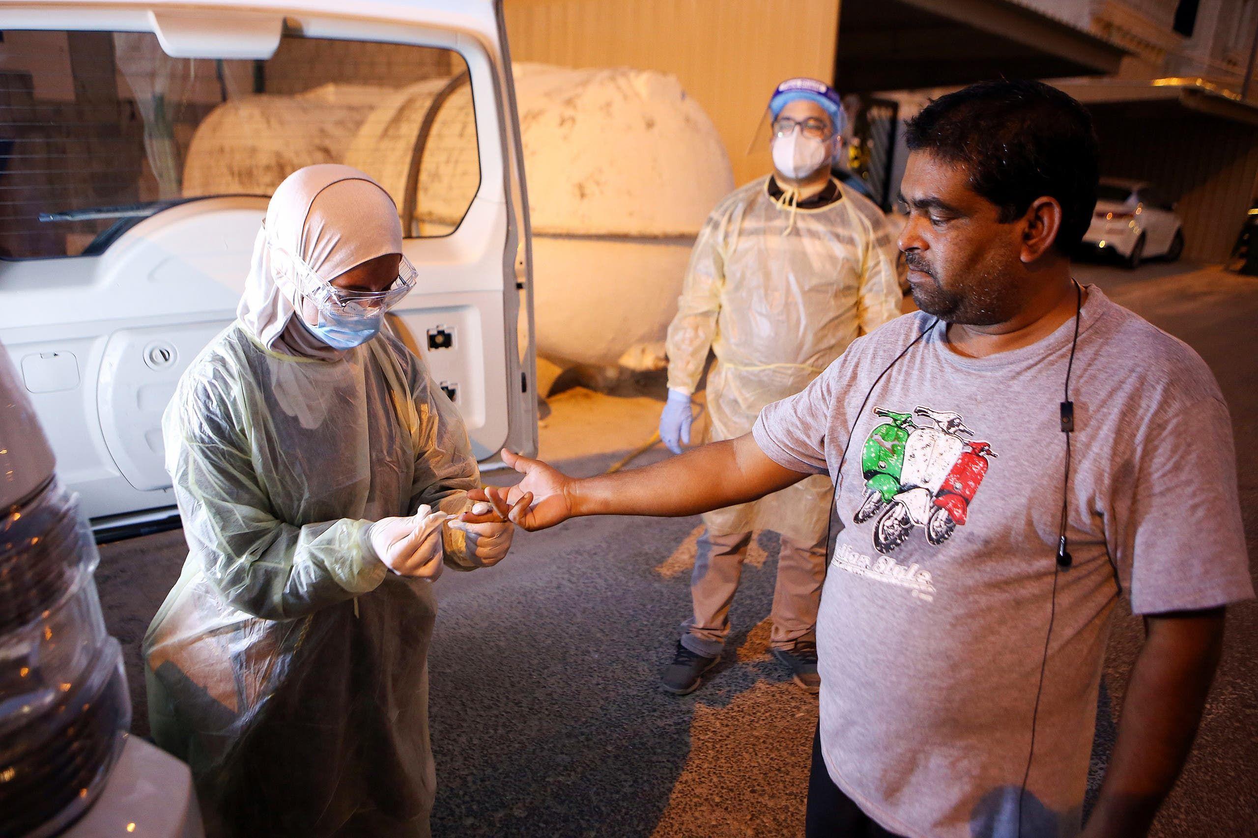 وزارة الصحة تفحص سكان العاصمة الكويتية عشوئياً لرصد حالات كورونا