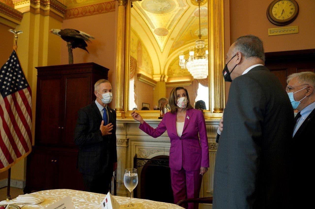 جانب من لقاء الكاظمي مع رئيسة مجلس النواب الأميركية نانسي بيلوسي
