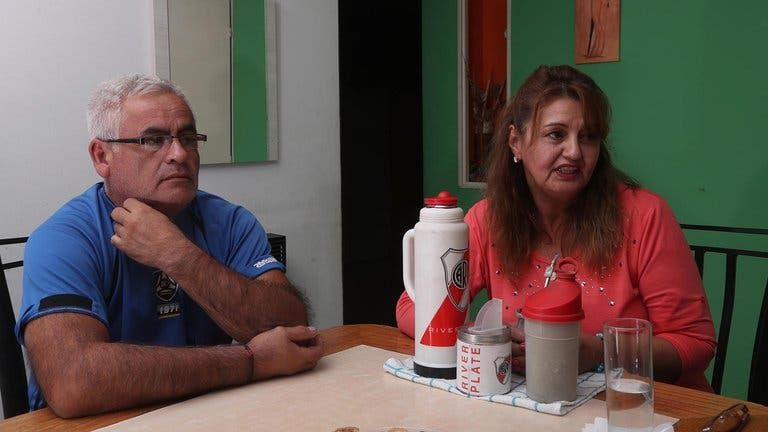 والد ووالدة مارتينيز