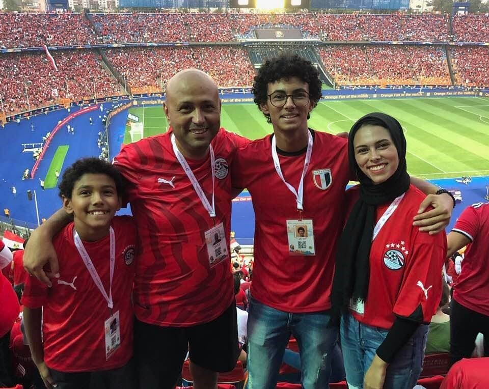 الفنان جمال يوسف مع عائلته