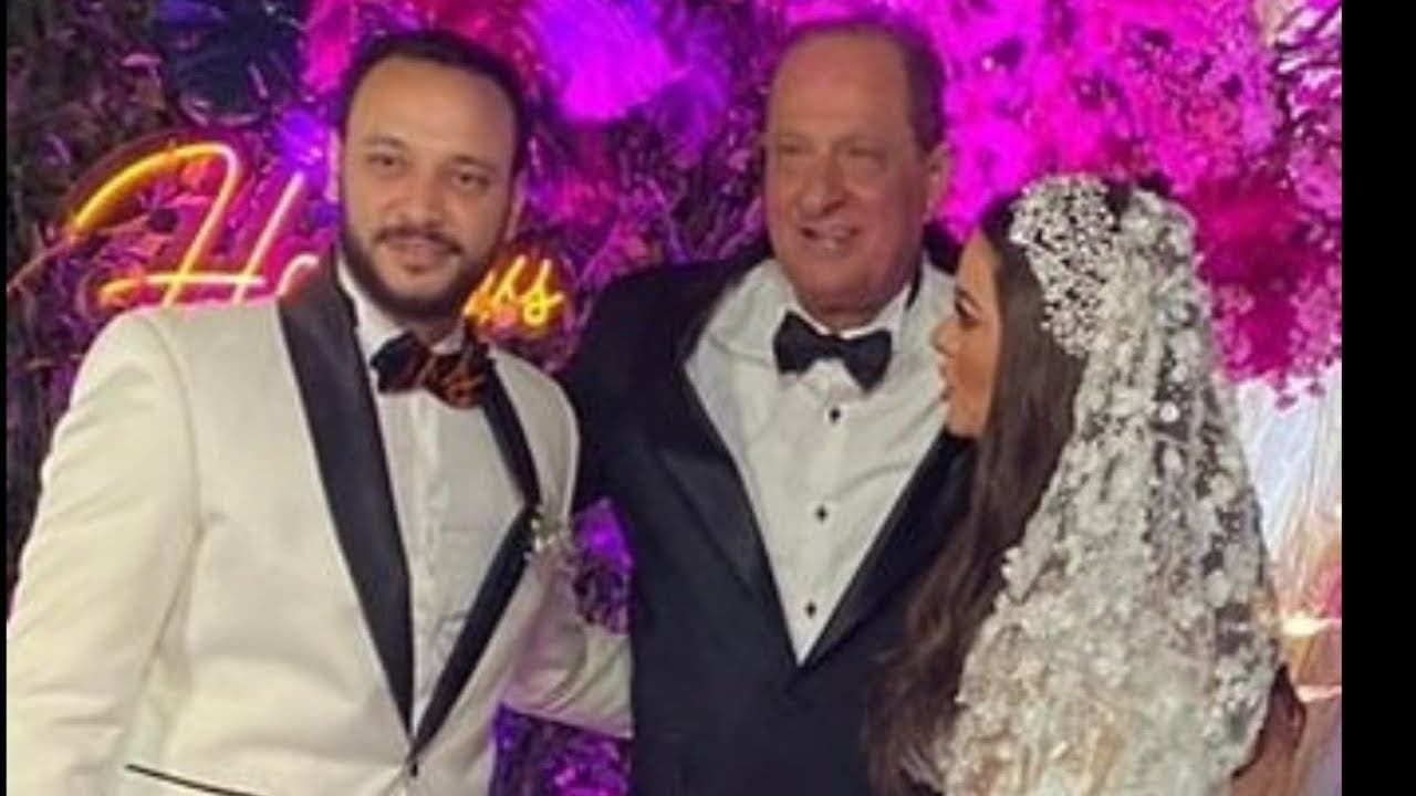 مع والد العروس
