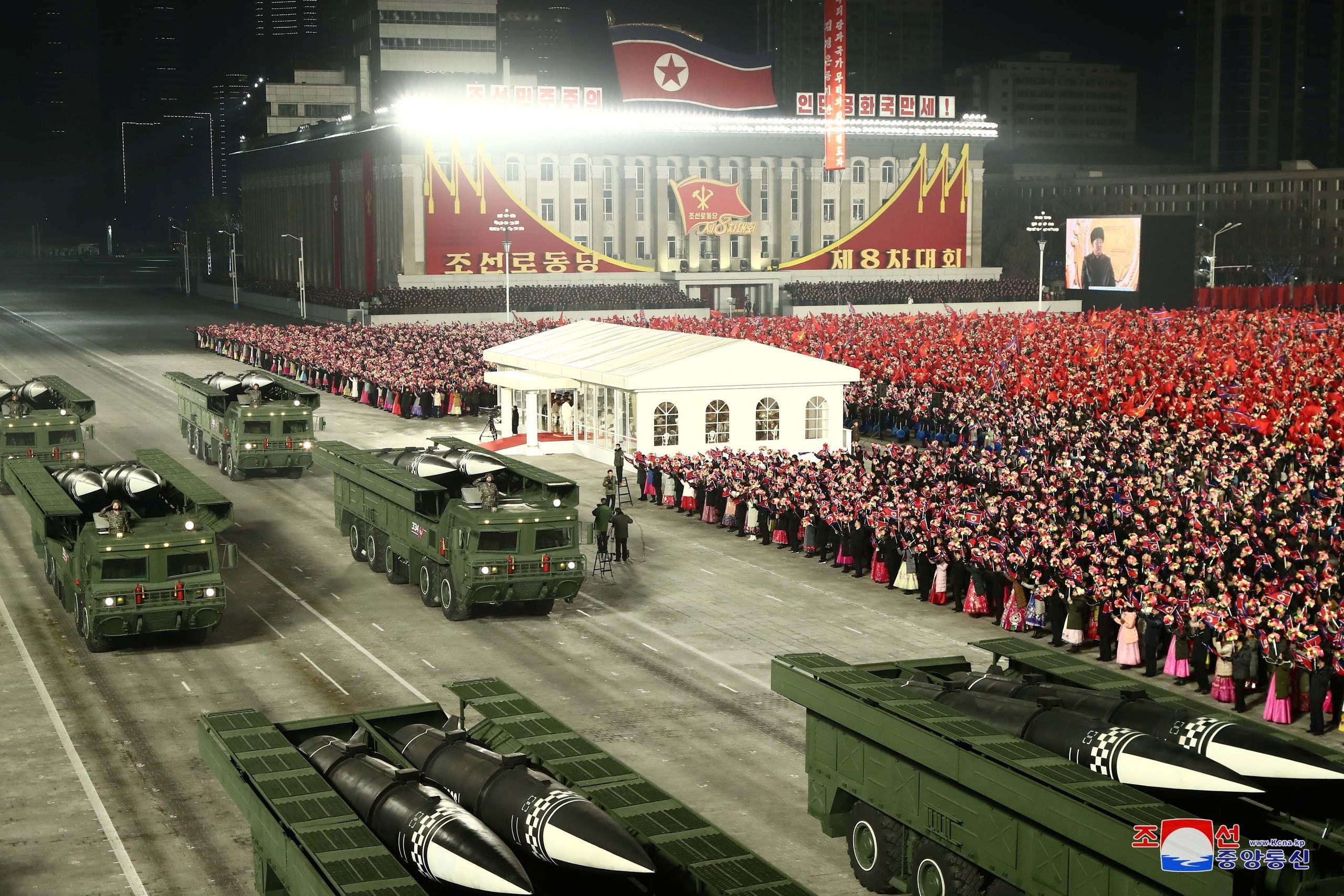 من العرض العسكري بكوريا الشمالية