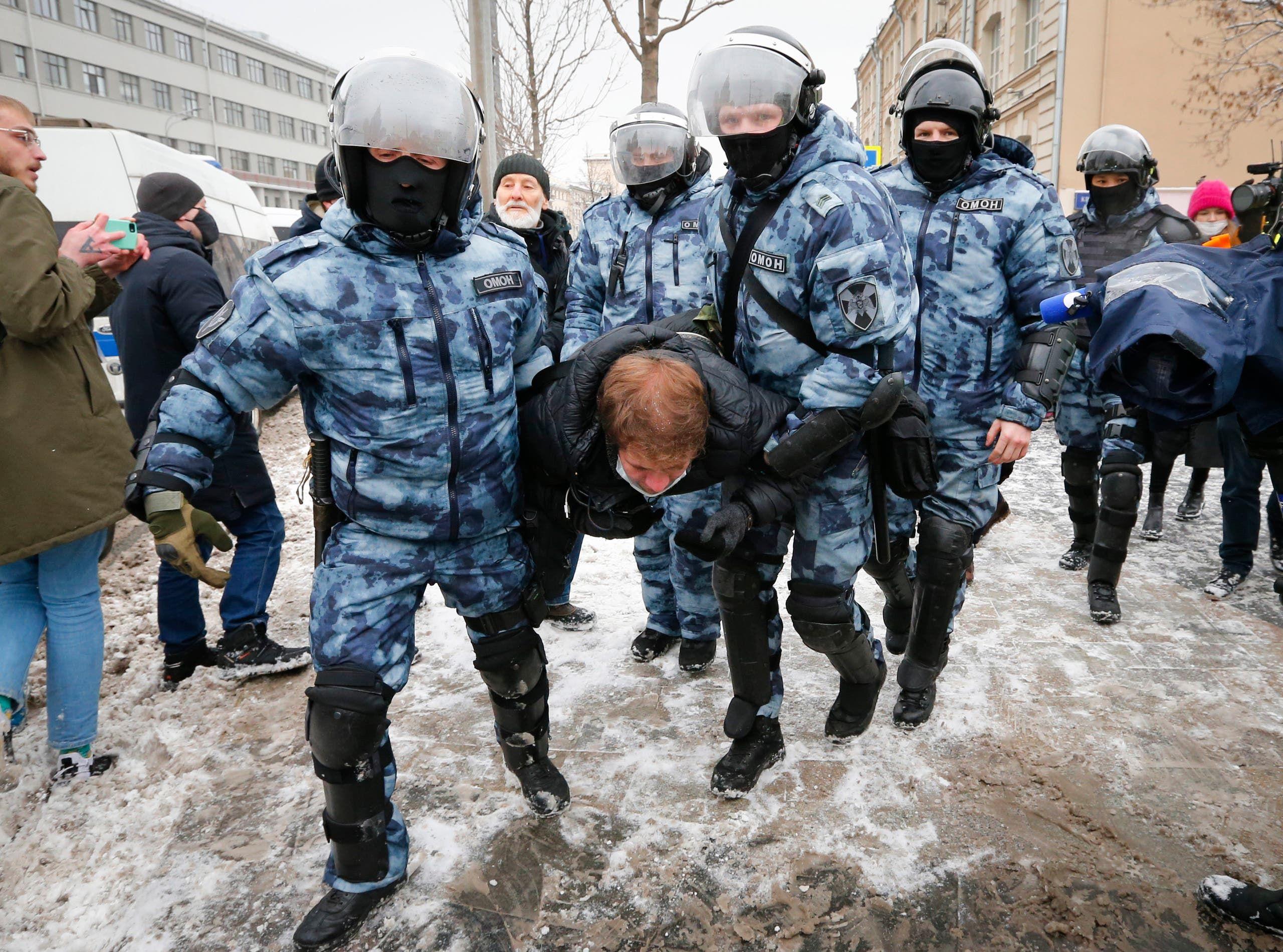 توقيفات خلال احتجاجات الأحد الماضي في موسكو