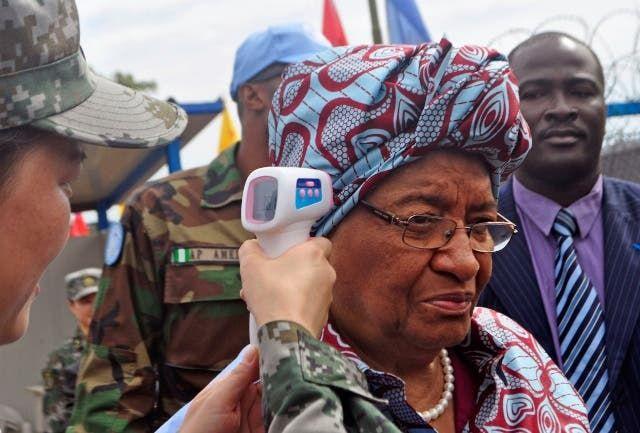 رؤساء يخضعون لفحص إيبولا في إفريقيا