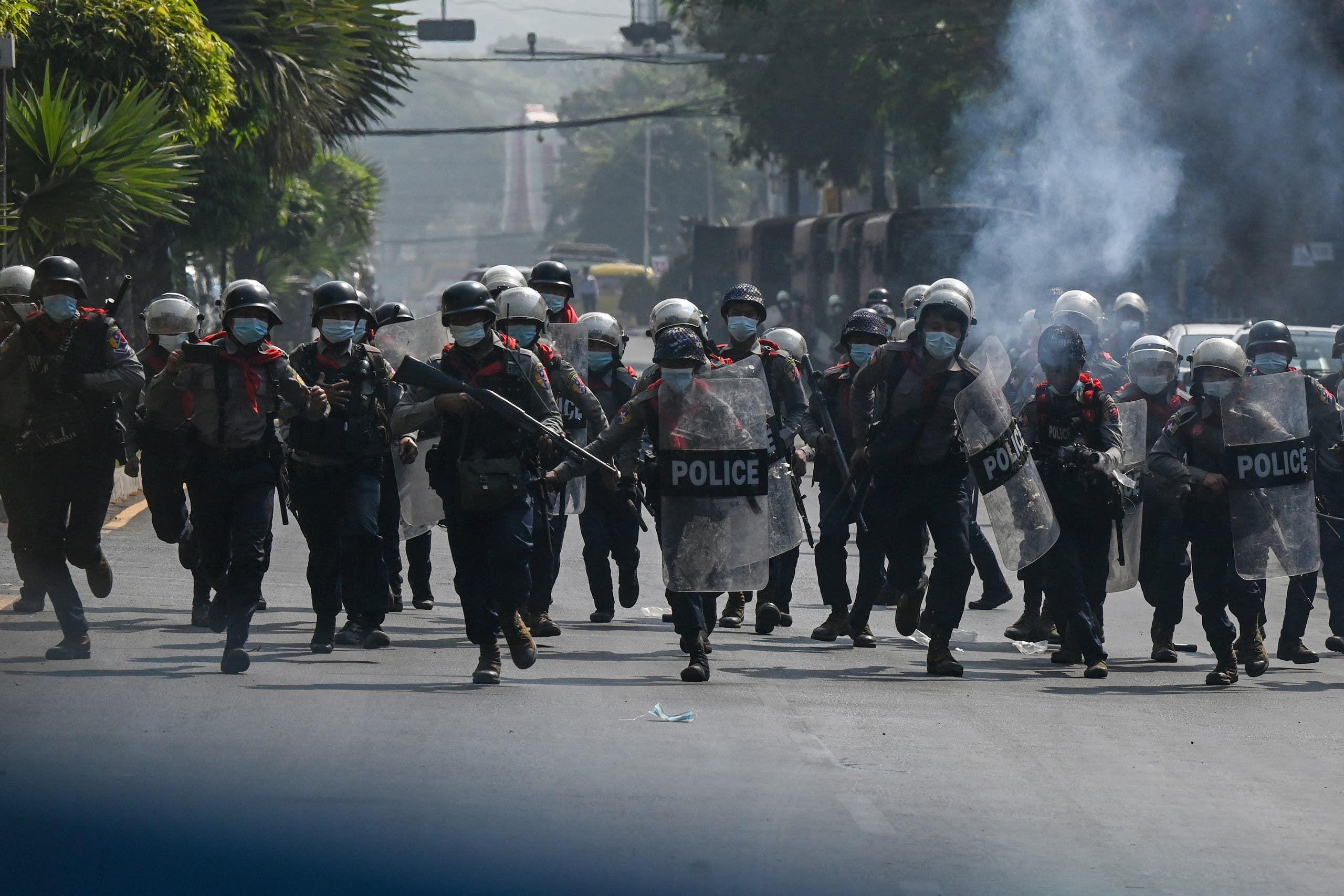 شرطة مكافحة الشغب تواجه المحتجين اليوم في يانغون