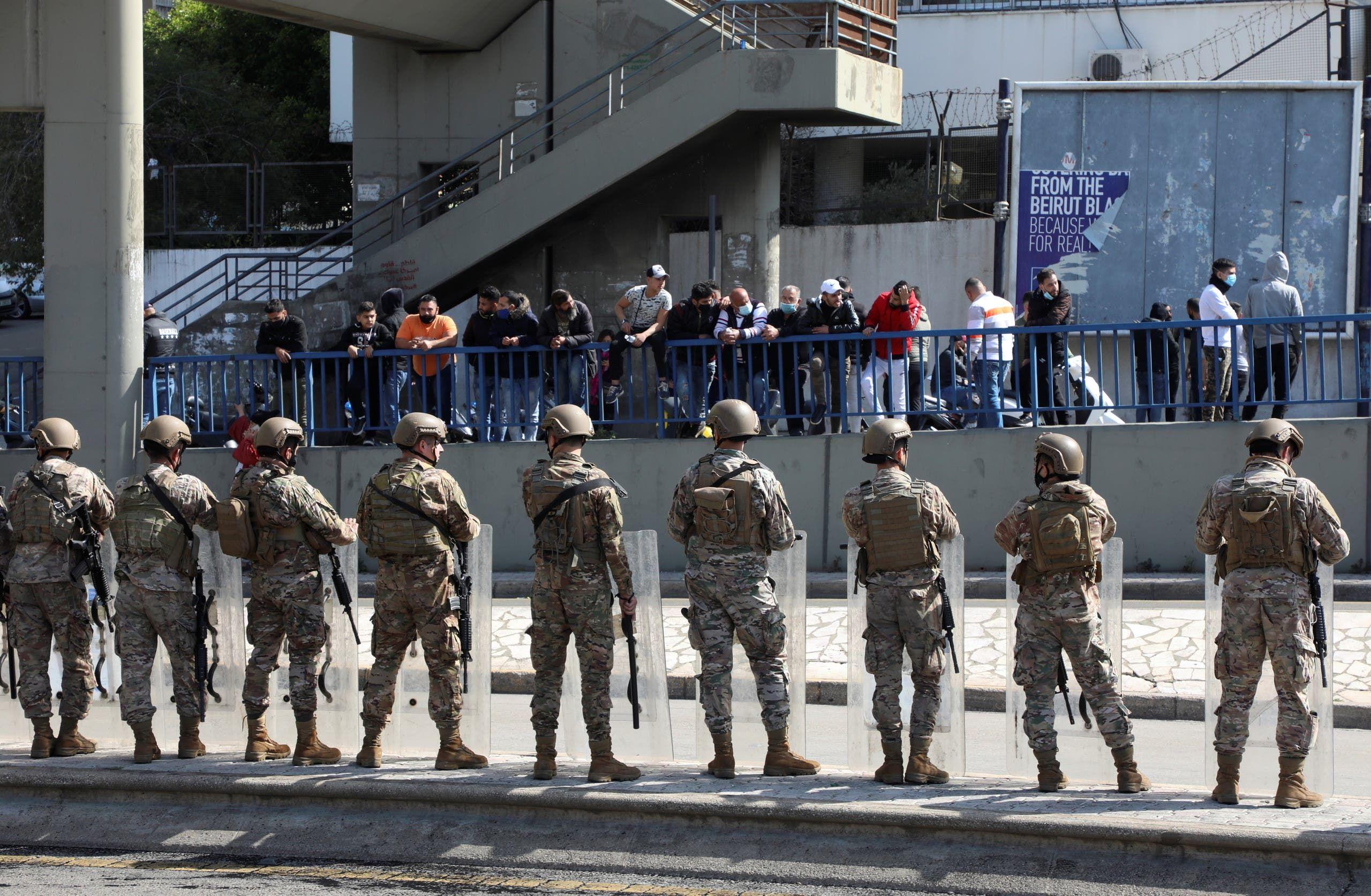 عناصر من الجيش اللبناني خلال احتجاج في بيروت