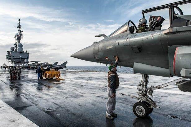 حاملة الطائرات الفرنسية شارل ديغول تقاتل عصابات داعش