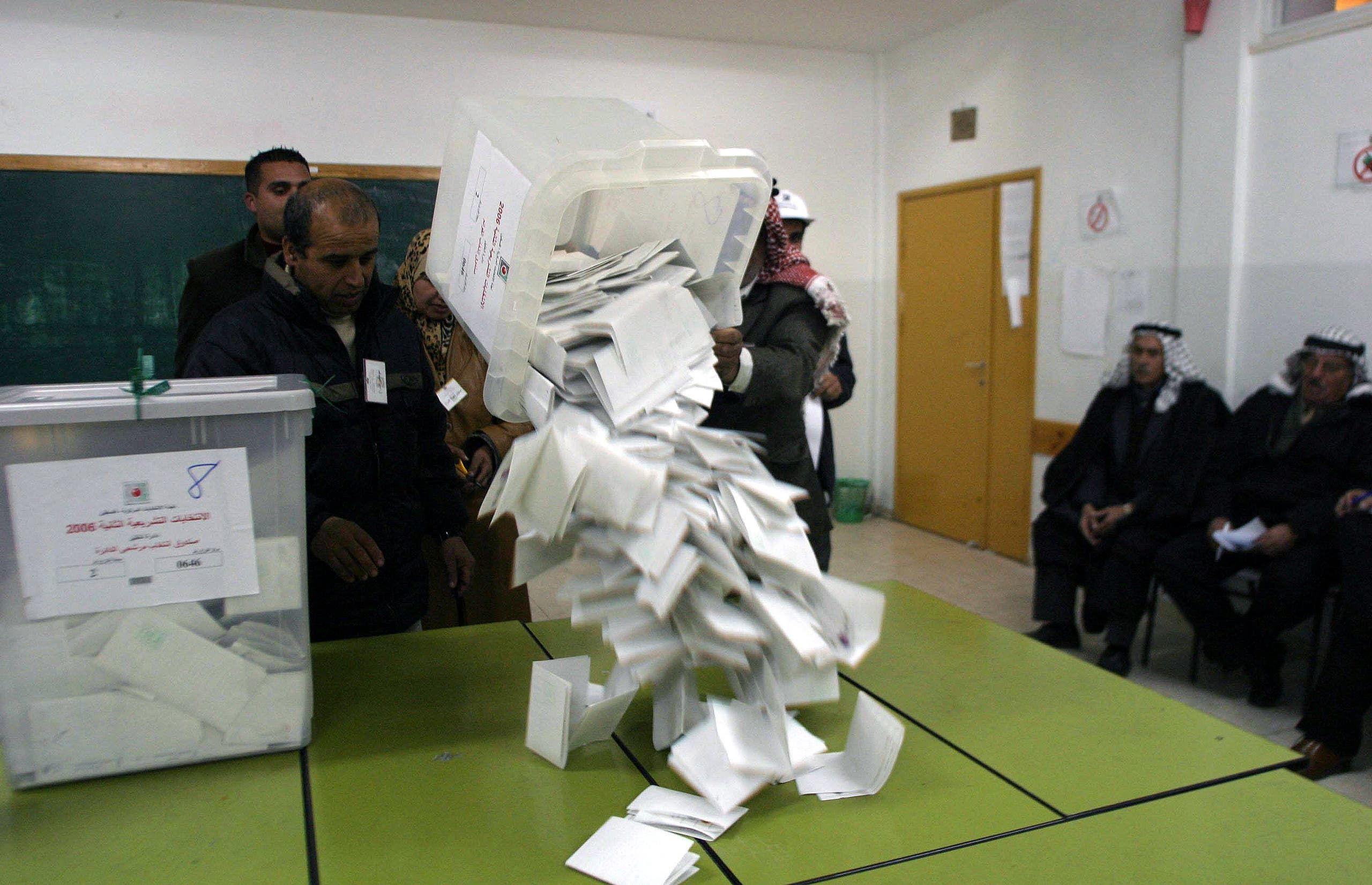 فرز الأصوات في الخليل في الانتخابات الماضية في 2006