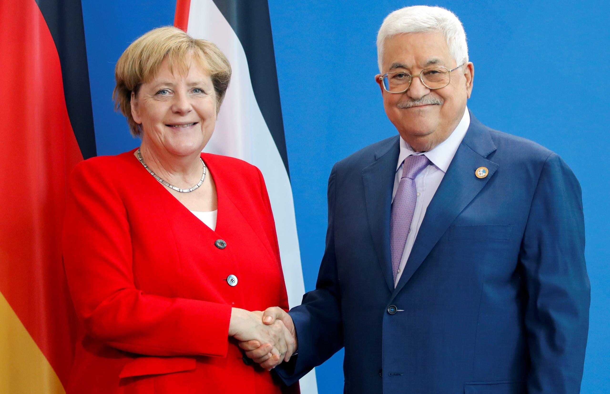عباس مع ميركل في برلين في 2019 (أرشيفية)