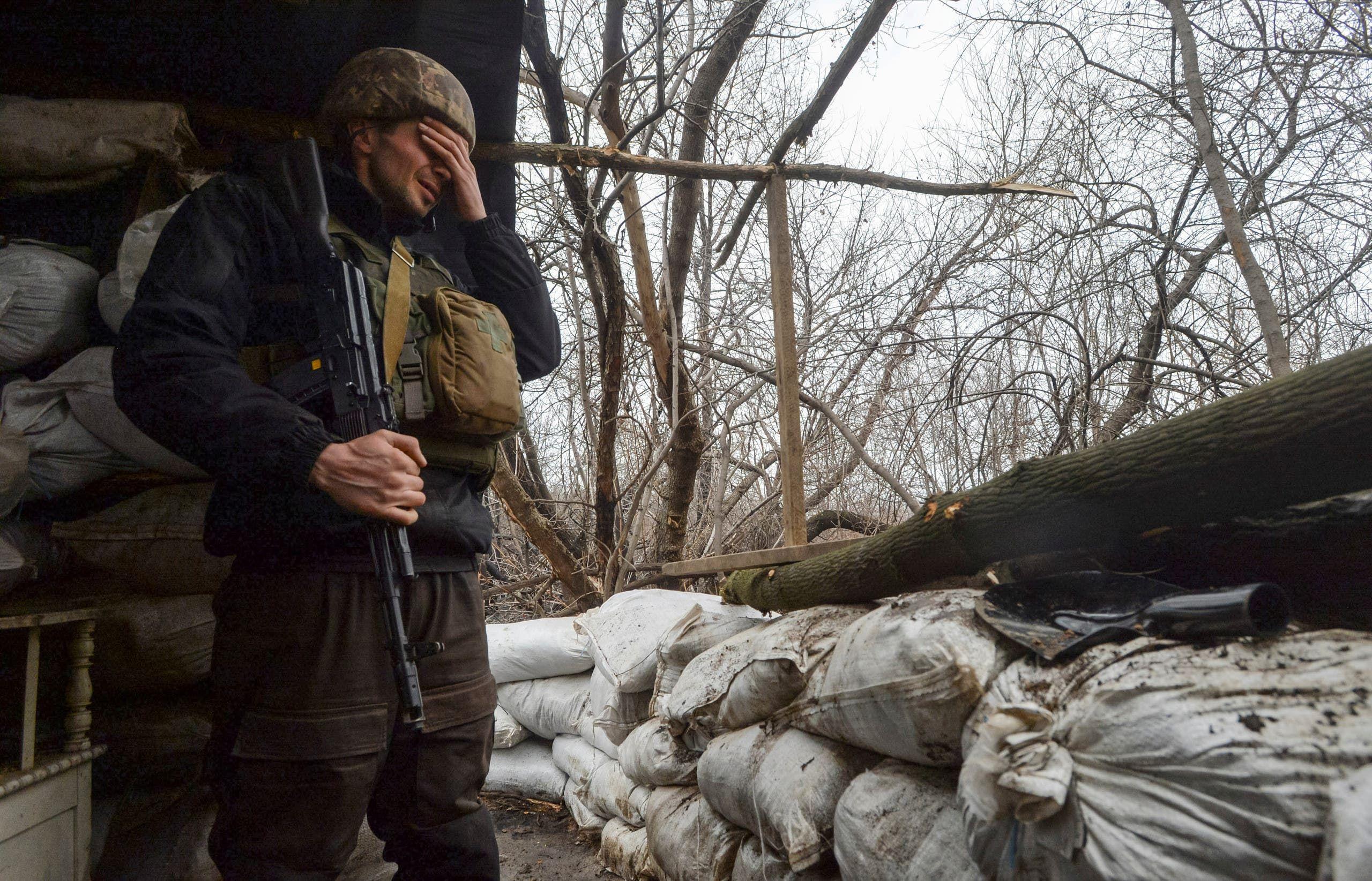 جندي أوكراني على جبهة القتال في دونباس