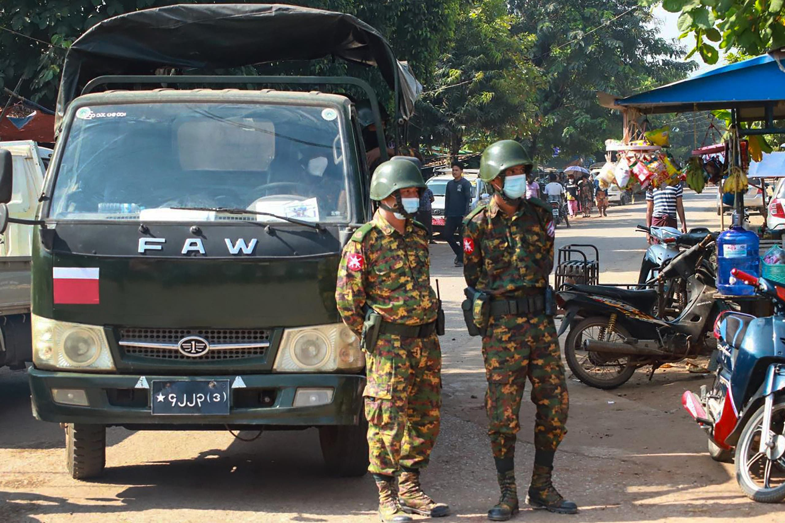 الجيش في شوارع ميانمار