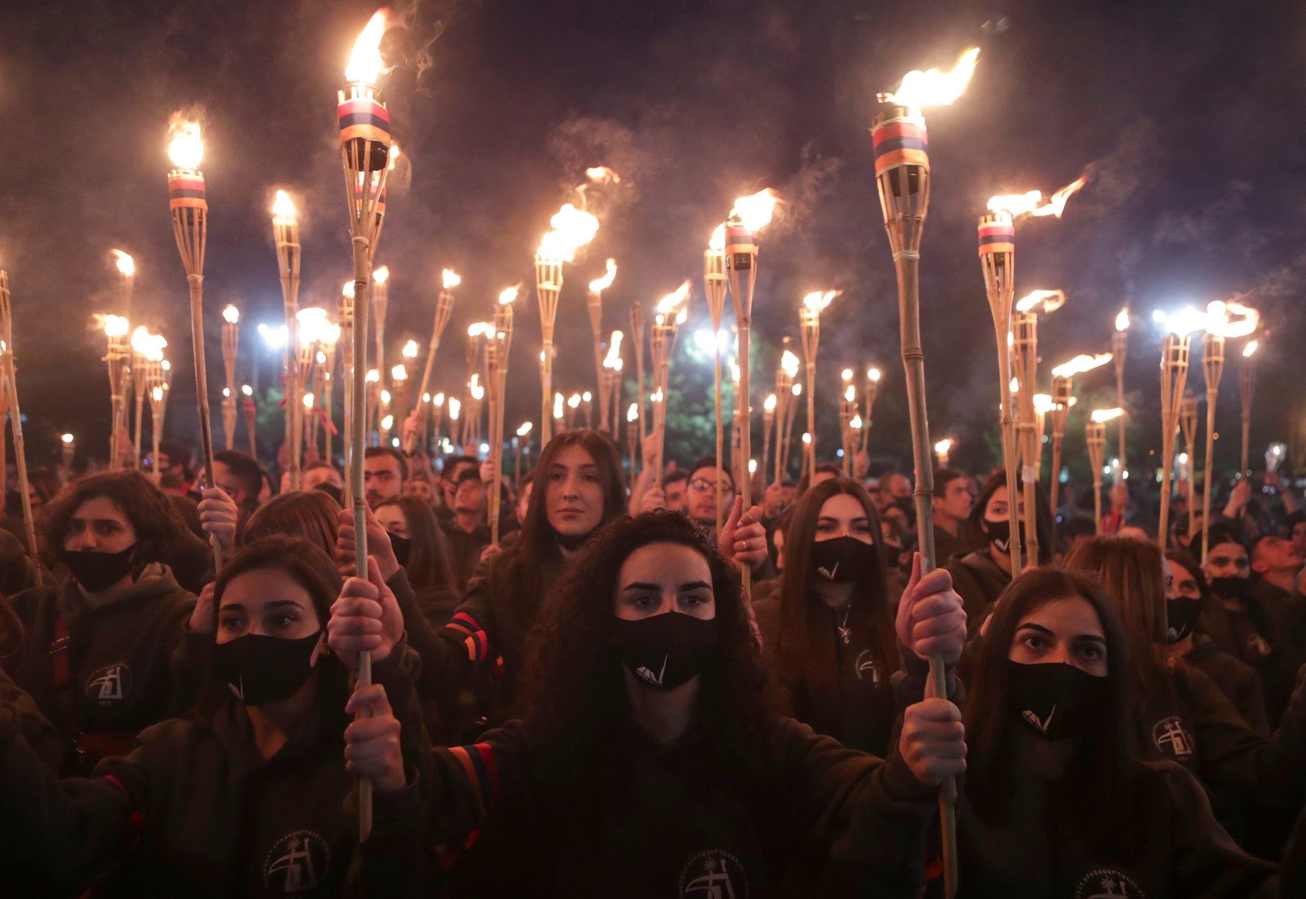 آلاف الأرمن يحيون ذكرى المذابح