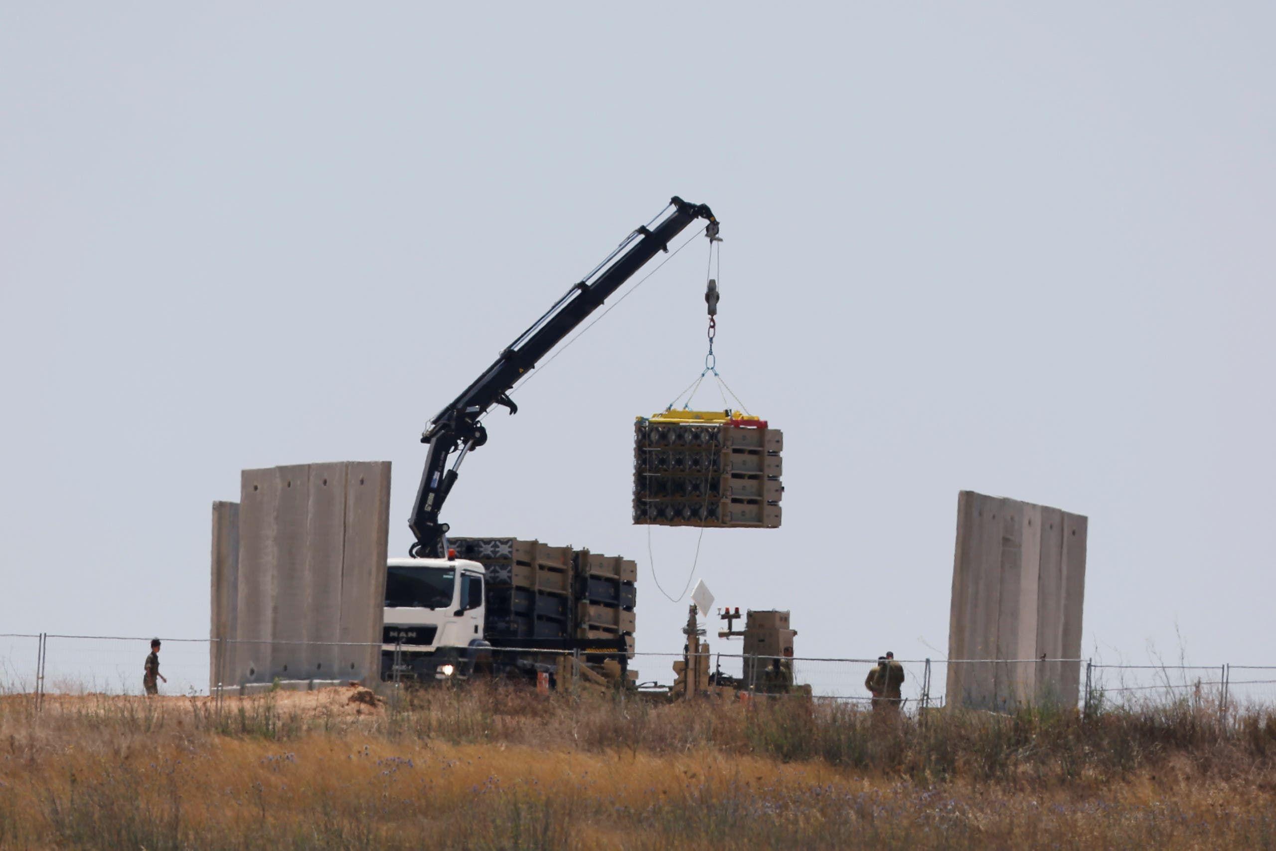 تركيب بطاريات من نظام القبة الحديدية في جنوب إسرائيل (أرشيفية)