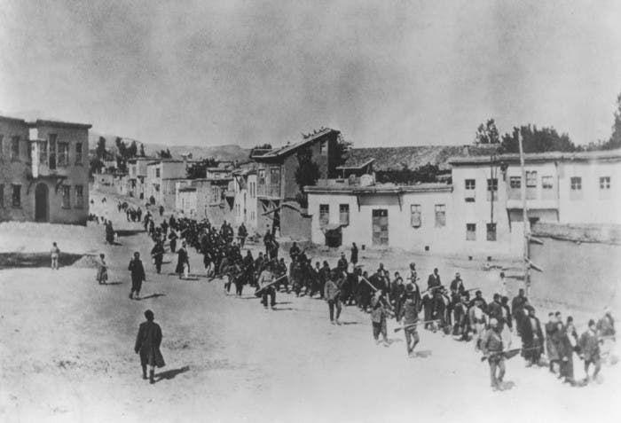 صورة لعمليات تهجير الأرمن على يد العثمانيين