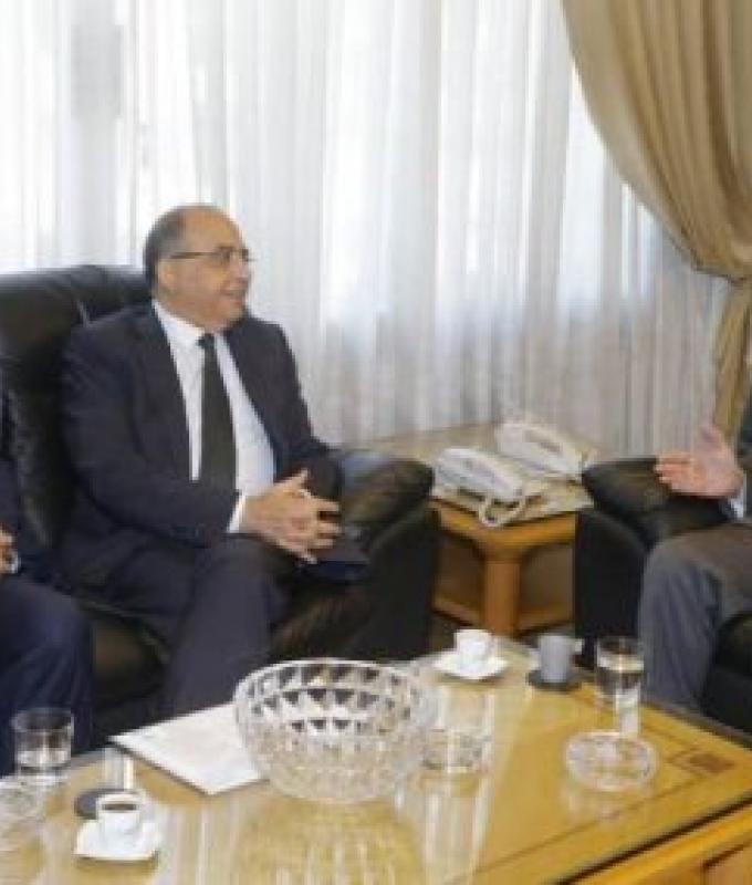 وزارة العمل تضيع بين حق الدولة وحقوق الفلسطينيين