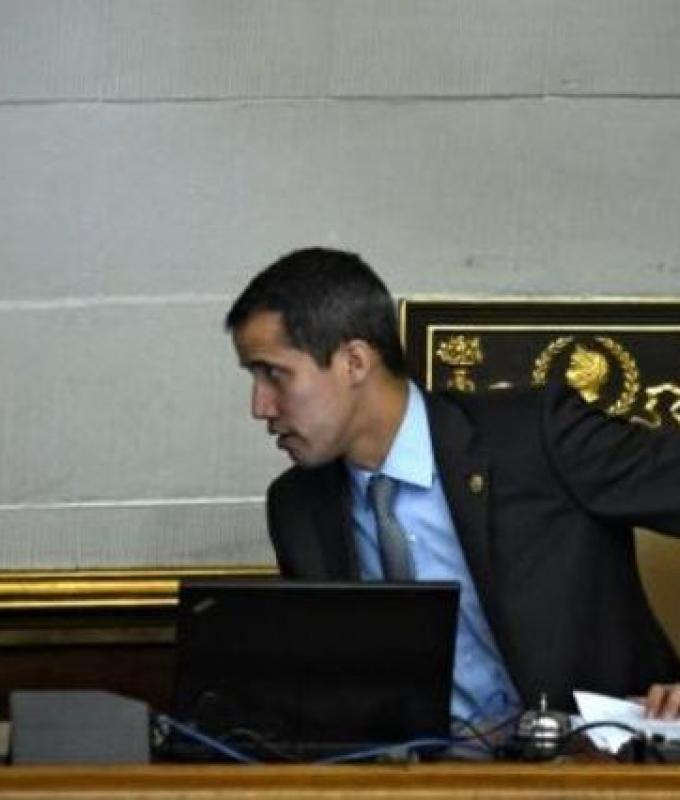 نائب رئيس البرلمان الفنزويلي المعتقل يوقف إضرابه عن الطعام