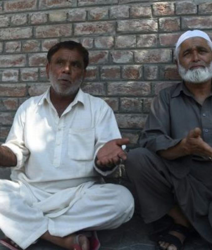 الهند تعتقل مراهقين بمداهمات ليلية في كشمير