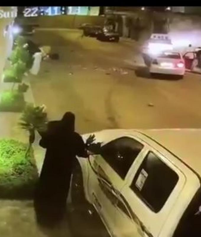 الخليح | شرطة الرياض توضح قصة مقطع متداول لمشاجرة بالسيارات