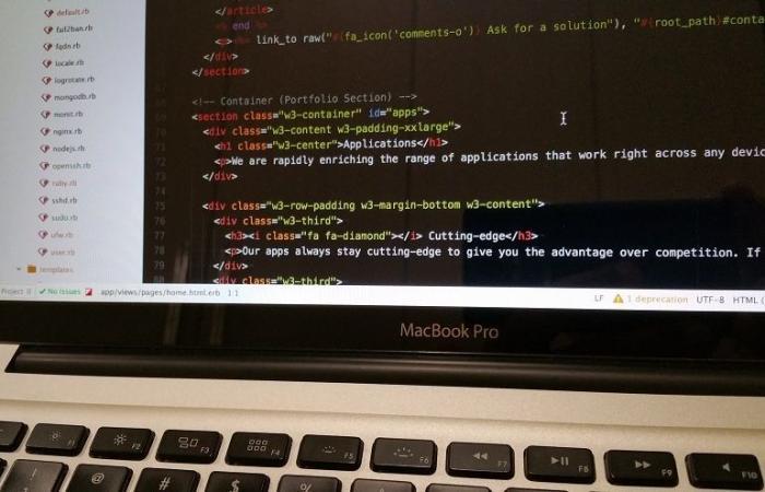 """آبل تتعهد بمراجعة عملية تطوير برمجياتها بعد ظهور ثغرة أمنية خطيرة في نظام """"ماك أو إس"""""""