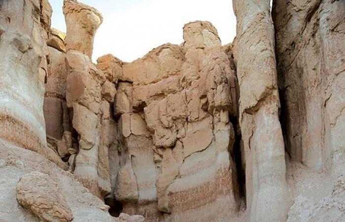 جبل قارة.. صخور وكهوف وتاريخ وحكايات