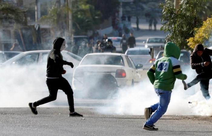 حالات اختناق بمواجهات مع الاحتلال جنوب نابلس