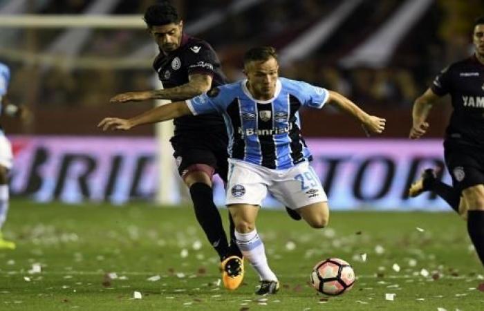 """برشلونة في أزمة جديدة مع """"فيفا"""" بسبب لاعب برازيلي"""