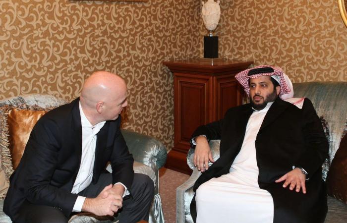 آل الشيخ يعقد اجتماعاً مع إنفانتينو في موسكو
