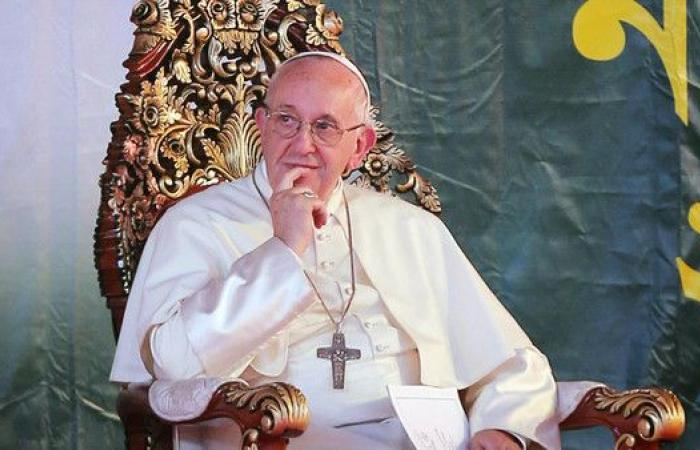 البابا: بكيت عندما سمعت هذه القصص
