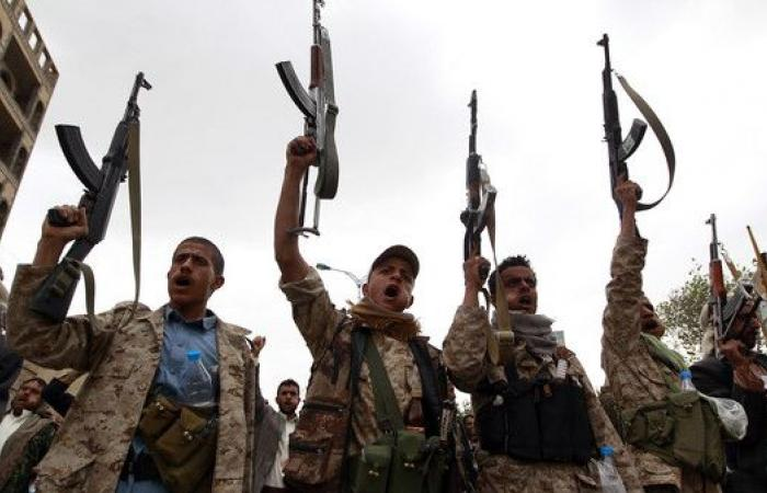 صنعاء.. اشتباكات عنيفة والحوثيون يقصفون بالدبابات