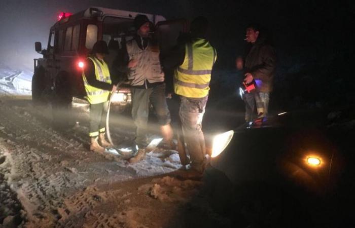 إنقاذ 3 عائلات على طريق ترشيش