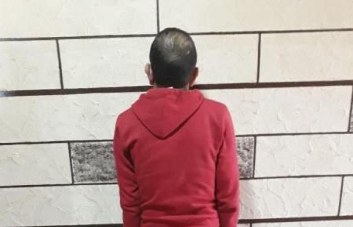 بالصورة: مرافق أحد الوزراء وراء القضبان