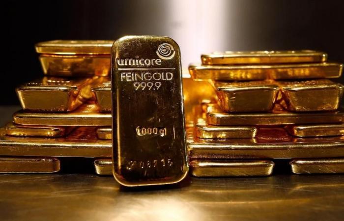 الذهب عند أدنى مستوى في 4 أشهر